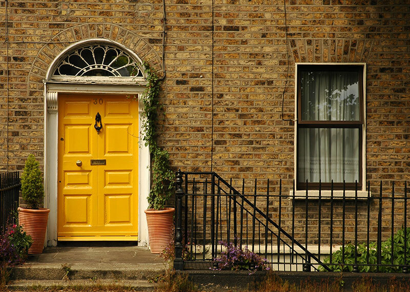 A-front-house-with-a-yellow-door